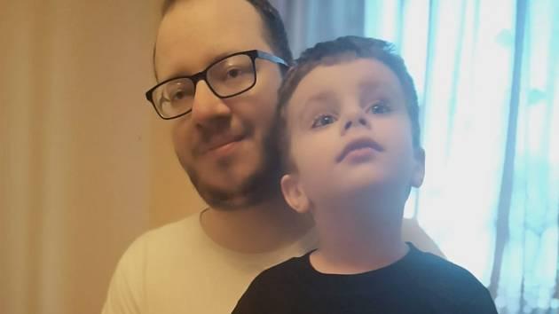Jan Kotík, fotbalový rozhodčí se svým synem.