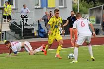 REMÍZA. Varnsdorf (ve žlutých dresech) doma remizoval 2:2 s Třincem.