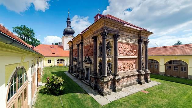 Loretánská kaple s ambitem v Rumburku byla postavena v 18. století. Návštěvníkům je přístupná celoročně.