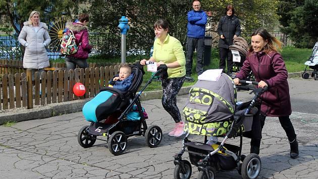 Závody kočárků na Střelnici v Děčíně.
