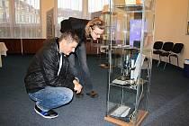 Děčín je desátou jubilejní zastávkou  výstavy o prvním českém nositeli Nobelovy ceny.