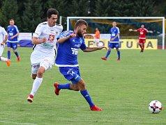 VÍTĚZSTVÍ. Varnsdorf (v modrém) porazil Hradec Králové 1:0.