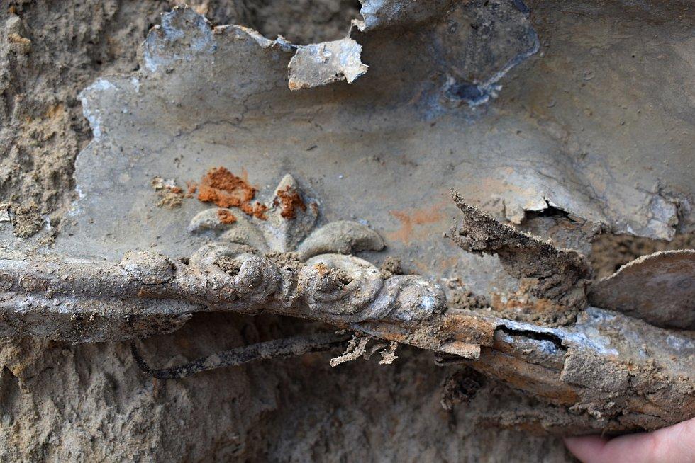 Opravu parku v České Kamenici přibrzdil nález kosterních ostatků.