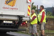 Nehoda nákladního auta v Březinách v Děčíně.