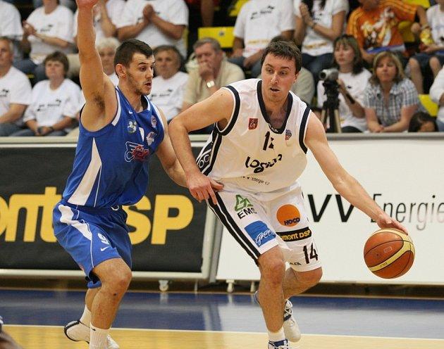 Děčínští basketbalisté doma opět uspěli.