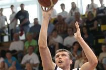 Pavel Houška září, přestože má kratší nohu.