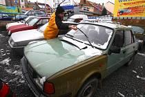 Po Děčínsku jezdí stále i staré škodovky 120
