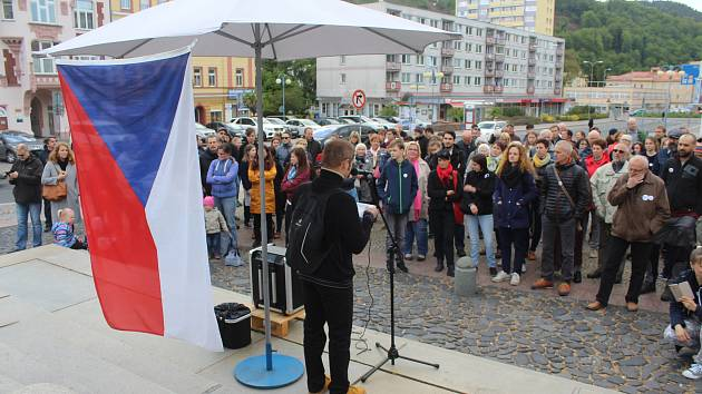 V Děčíně se opět sešli lidé protestující proti ministryni Marii Benešové.