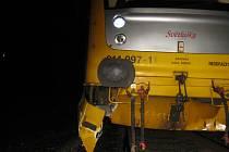 Vlak si po nárazu poničil hydrauliku, nemohl tedy pokračovat v jízdě.