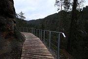 Nová vyhlídka a cesta na hrad Falkenštejn u Jetřichovic.