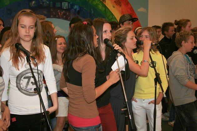 Předchozích deset dnů strávili členové  kapely  Yxes Joke  Základní školy Na Stráni  v přímořském městě Grenaa v Dánsku