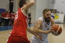 ŠKODA. Děčínští basketbalisté doma podlehli Komárnu 75:77.