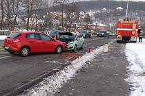 V ulici Předmostí došlo k čelnímu střetu dvou osobních aut.
