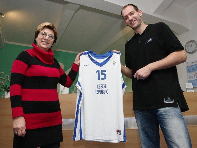 CHARITA. Jakub Houška se věnuje charitě.
