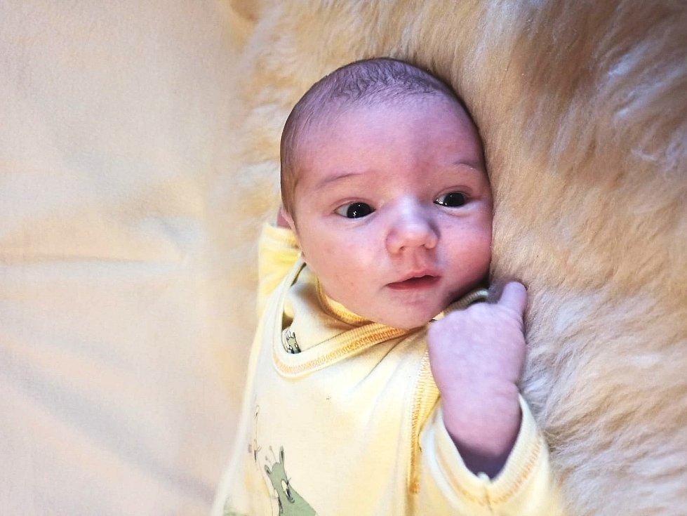 Klára Čadováse narodila Petře a Miroslavu Čadovým z Trnobran 4. listopadu v Litoměřicích. Měřila 54 cm a vážila 3,77 kg.