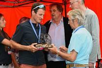 Jan Novota (vlevo), předseda organizačního výboru. Vlevo Jiří Vích, čestný prezident a zakladatel Tour de Feminin.