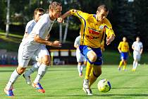 Fotbal Varnsdorf (ve žlutém) vs. Ústí nad Labem (v bílém).