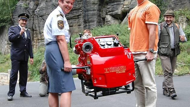 Národní park pořídil hřenským hasičům nové čerpadlo