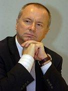 Miroslav Ouzký je předsedou Výboru pro životní prostředí, veřejné zdraví a bezpečnost potravin Evropského  parlamentu.