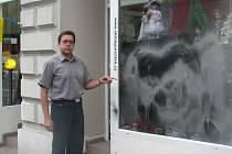 Neznámí vandalové posprejovali výlodu