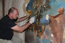 Obnova nástěnné malby v kapli sv. Josefa.