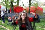 Při pálení čarodějnic v Rumburku zazpíval Voxel.