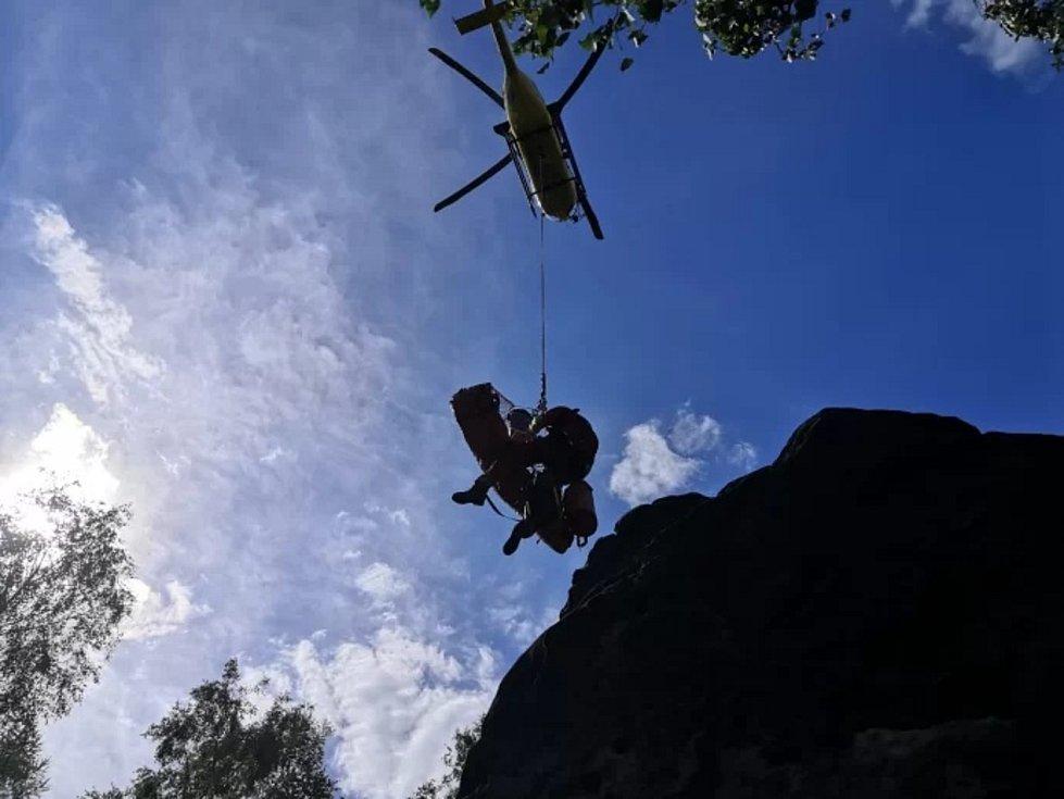U Děčínského Sněžníku spadla horolezkyně.