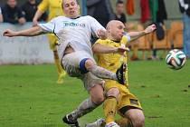 TŘI BODY Z VENKU! Fotbalisté Vilémova (v bílém) vyhráli v Proboštově 1:0.