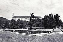 Koupaliště v Děčíně pod zámkem, na nějž řada obyvatel města dodnes nostalgicky vzpomíná.