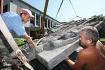 Demolice bývalé vyhlášené děčínské restaurace Atlantik je připravená, srpen 2009.