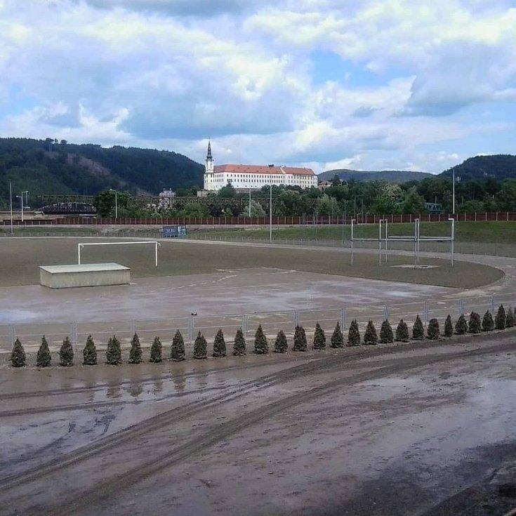 Atletický stadion v Děčíně v roce 2013.