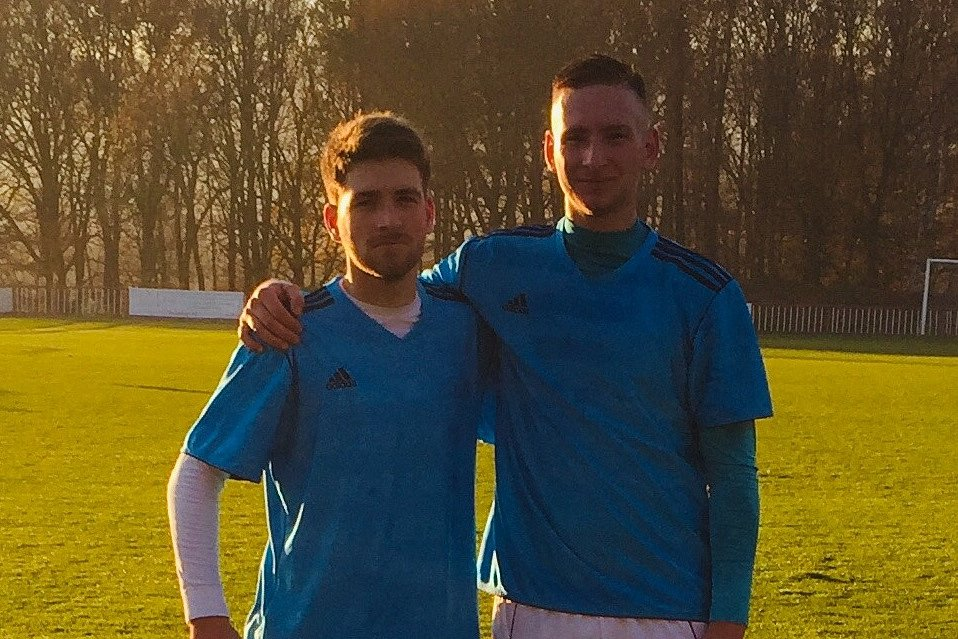 FOTBALOVÍ BRATŘI. Kapitán Modré Martin Fejfar (vpravo) a jeho bratr Martin Fejfar.