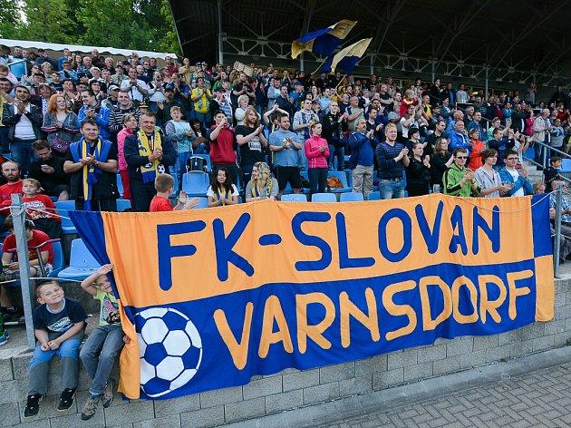 První fotbalovou ligu není možné na stadionu FK Varnsdorf hrát, nesplňuje totiž podmínky.