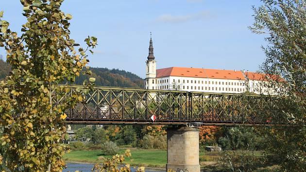 Železniční most přes Labe