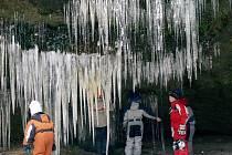 Nezapomenutelnou podívanou poskytuje letošní zima návštěvníkům Národního parku České Švýcarsko. Po několika chudých letech jsou letos opět mimořádně krásné Brtnické ledopády.