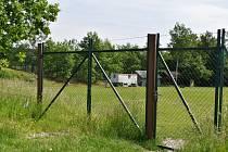 Současná podoba bývalého fotbalového hřiště v Horním Oldřichově. Fotbal se tady naposledy hrál v roce 2010.