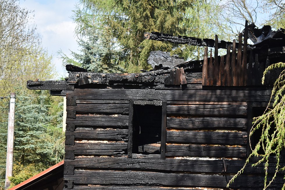 Požár zničil dům v Lesné u Děčína.