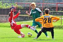 ZTRÁTA. Varnsdorf U 19 (červené dresy) doma prohrál 2:3 s Letohradem.