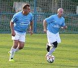 PRVNÍ BODY. Malšovice (modré dresy) doma v souboji dvou bezbodových týmů porazily Rybniště 3:1.
