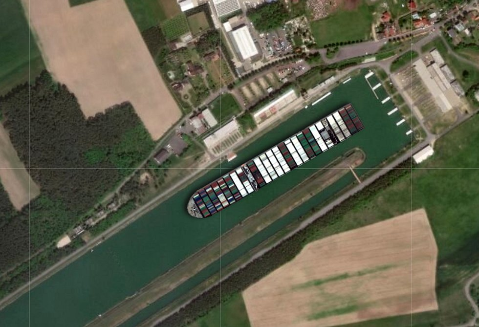Loď Ever Given v loděnicích v račickém kanálu.