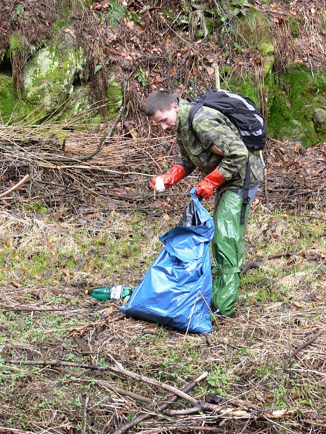 Odpadky vnárodním parku kromě strážců nově uklízí firma.