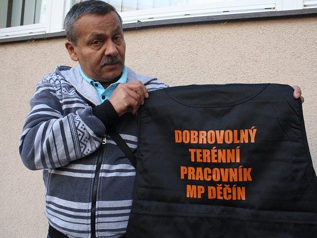 Podle této vesty lidé poznají, kdo je dobrovolným terénním pracovníkem městské policie v Děčíně.