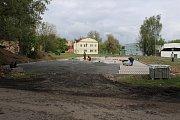 Parkoviště v Edisonově ulici ve Varnsdorfu.