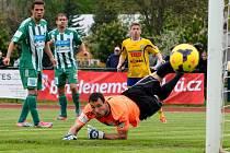 PŘEKVAPENÍ se zrodilo v Kotlině. Varnsdorf (ve žlutém) prohrál 2:3 s posledním celkem Bohemians Praha.