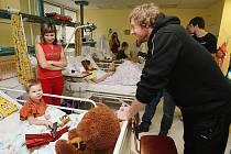Celý tým BK Děčín navštívil dětské oddělení Nemocnice Děčín.