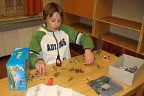 Školáci staví putovní model šluknovské železnice