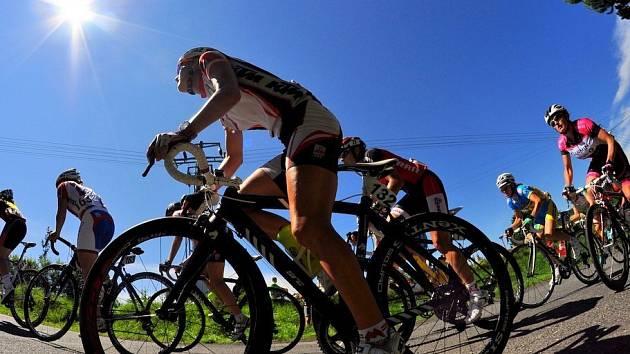 I SLUNÍČKO vykouklo na účastnice Tour de Feminin v roce 2012. Jak tomu bude letos?