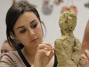 Děti v ZŠ Školní vyráběly sochy, které pak budou k vidění i na děčínském zámku.