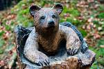 Medvídek ze dřeva sochaře Václava Lemona