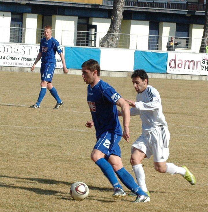 SPLNIL POVINNOST. SK Vilémov (v modrém) zvítězil 2:0 v Blšanech.